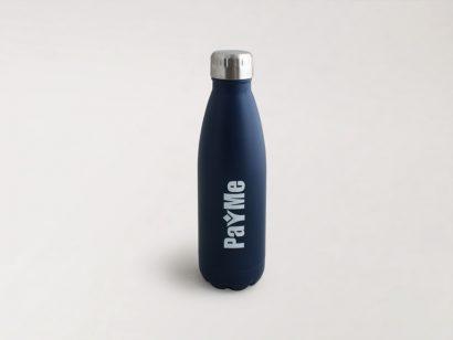 בקבוקים ממותגים עם לוגו